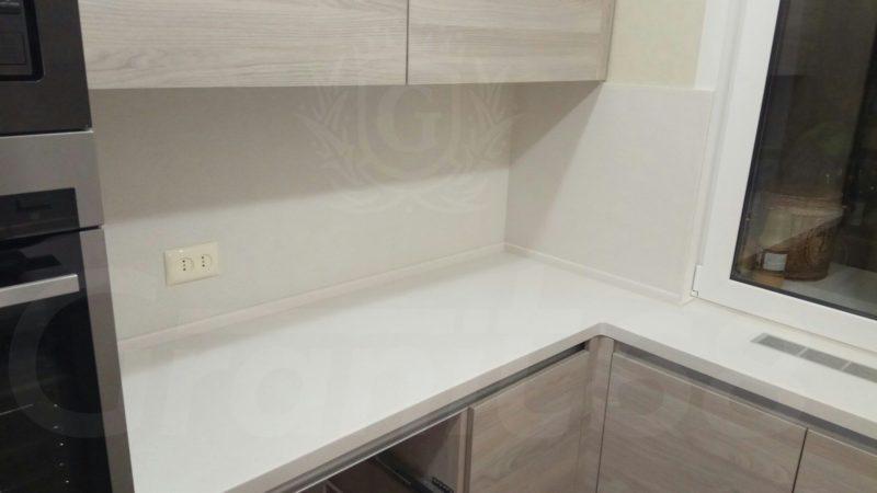 Кухонная столешница. Мойка. Плинтус. Стеновые панели.