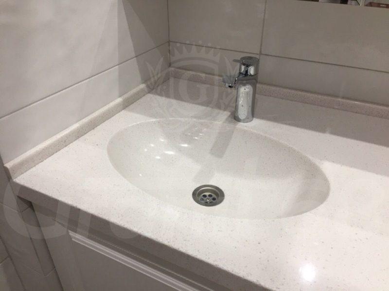 Столешница в ванную. Мойка. Плинтус.