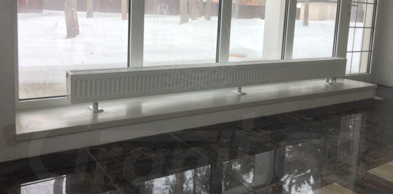 Подоконник для панорамного окна. Монтаж произведён без снятия элементов интерьера.