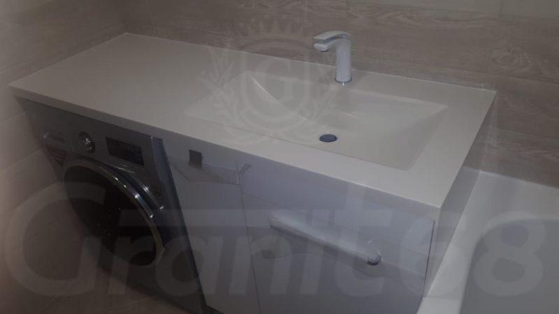 Столешница в ванную с боковым бортом. Мойка.