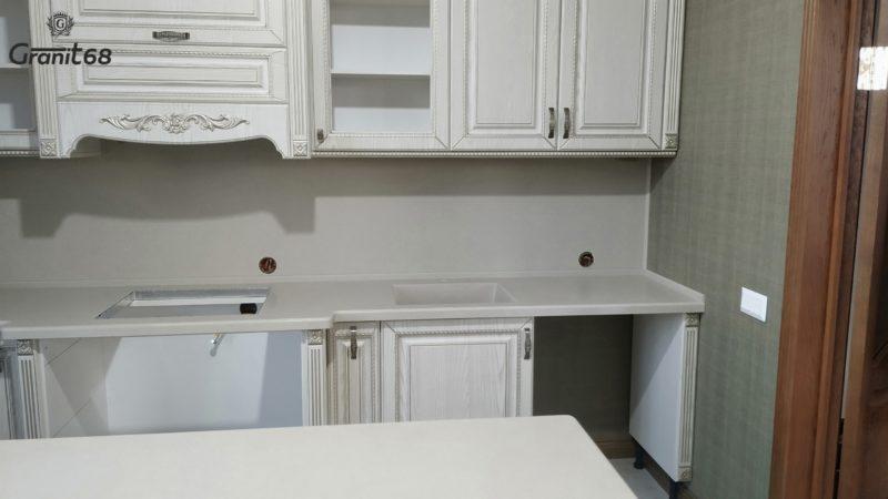 Кухонная столешница. Стеновая панель. Мойка. Плинтус.